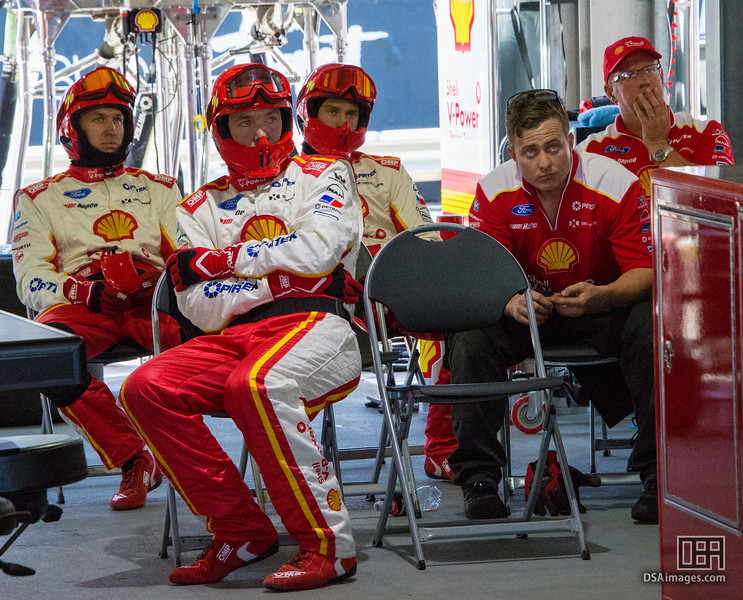 Shell V-Power Racing pit crew