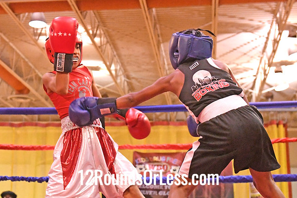 Bout 10 Izaiah Darden, Red Gloves, Bullpen, Toledo -vs- Breishaun Johnson, Blue Gloves, CWCB, Cinci, 75 Lbs, 10-11 Yrs