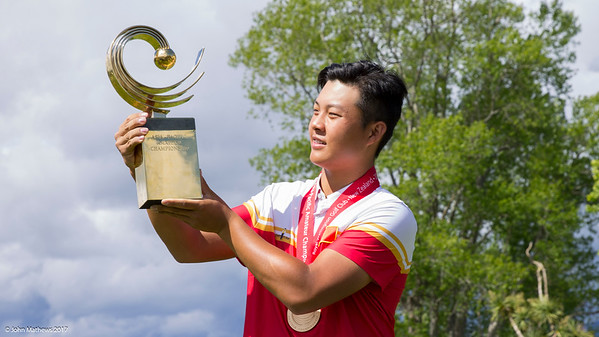 Yuxin Lin from China receiving his trophy  after winning the Asia-Pacific Amateur Championship tournament 2017 held at Royal Wellington Golf Club, in Heretaunga, Upper Hutt, New Zealand from 26 - 29 October 2017. Copyright John Mathews 2017.   www.megasportmedia.co.nz