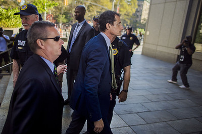 anthony-weiner-sentenced-to-21-months-in-sexting-case