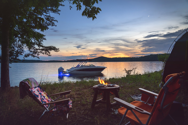 2021-SDX-270-Outboard-SDO270-lifestyle-starboard-camping-accent-lighting-twilight-01109-select.jpg