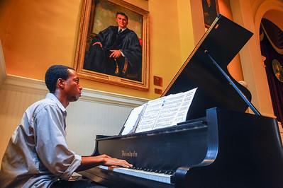 Piano Player @LeonardAud