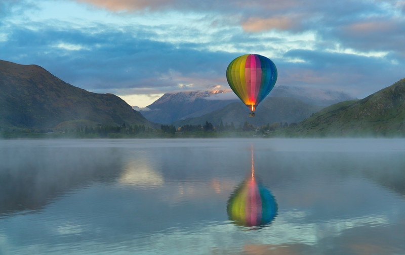 Balloon Over Lake Hayes