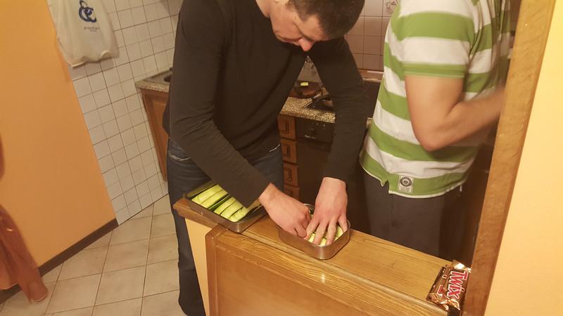 Cukinie z biala kielbasa, feta, oliwa i parmesanem.