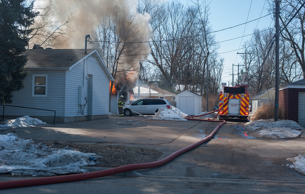. Smoke fills the downtown area while firefighters battle a blaze in a garage on University in downtown Mount Pleasant. (Sun photo Holly Mahaffey/@hollymahaffey)
