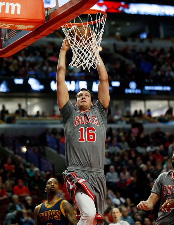 . Chicago Bulls forward Paul Zipser dunks against the Cleveland Cavaliers during the second half of an NBA basketball game Thursday, March 30, 2017, in Chicago. The Bulls won 99-93. (AP Photo/Nam Y. Huh)