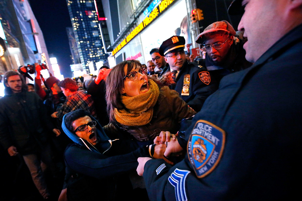 . Police make arrests after protesters rallying against a grand jury\'s decision not to indict the police officer involved in the death of Eric Garner attempted to block traffic at the intersection of 42nd Street and Seventh Avenue near Times Square, Thursday, Dec. 4, 2014, in New York. (AP Photo/Jason DeCrow)