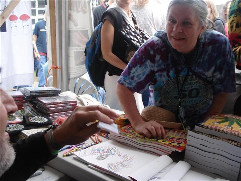 Marisande Fisher giving Jack Herer a I KNOW VIV pass- Photo- Eve Lentz.JPG