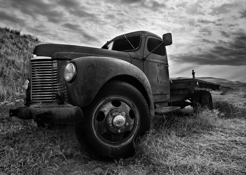 XK4L2745 old truck near Palouse black and white-Edit.jpg