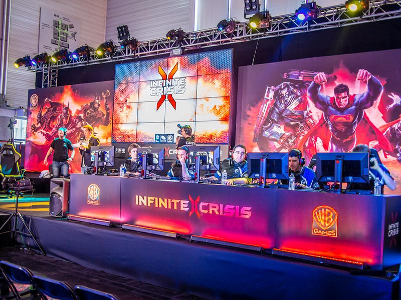 Infinite Crisis at Gamescom 2013