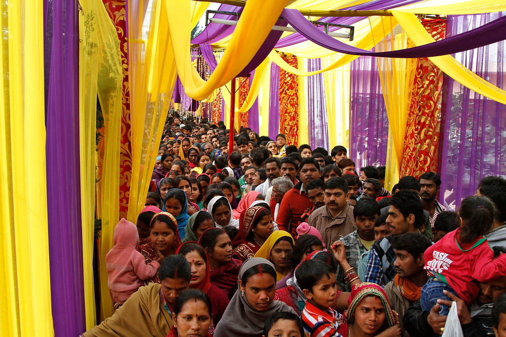 """. Hindu devotees wait to offer prayers to Lord Shiva on the occasion of \""""Shivaratri\"""" festival in Jammu, India, Thursday, Feb. 27, 2014. (AP Photo/Channi Anand)"""