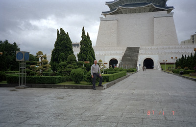 Back at the Chiang Kai Shek Memorial building in Taipei.