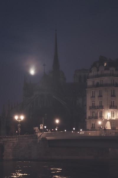 Notre-Dame-luna-piena-2.jpg