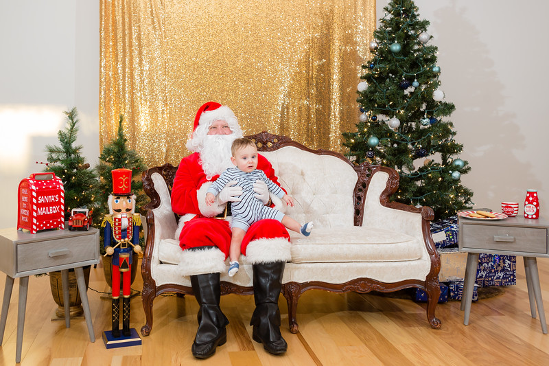 FADS Picture with Santa-230.jpg