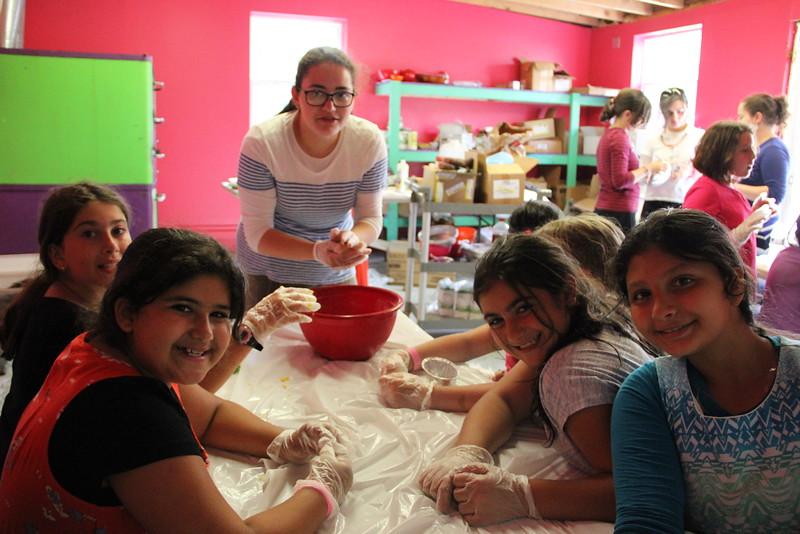 kars4kids_thezone_camp_girlsDivsion_activities_baking (81).JPG