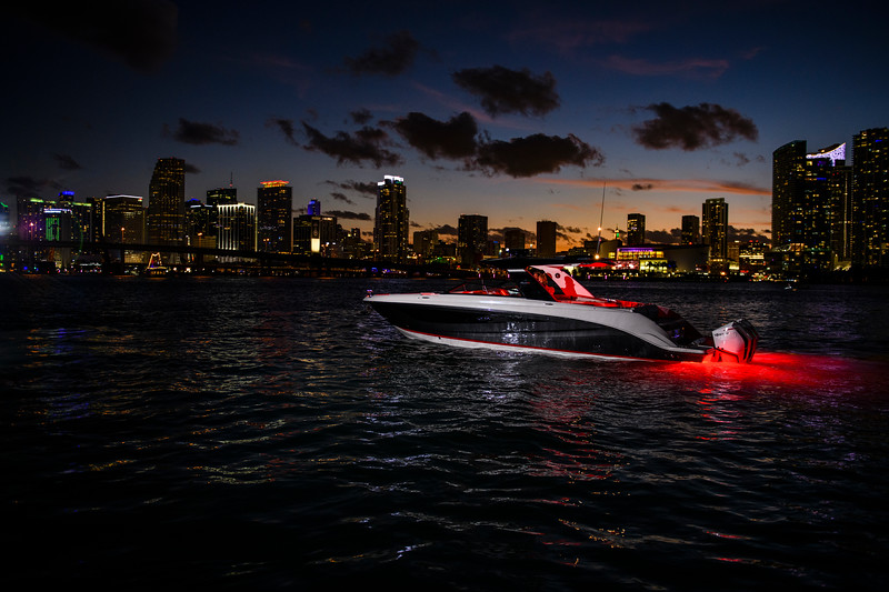 2021-SLX-R-400-e-Outboard-profile-13.jpg