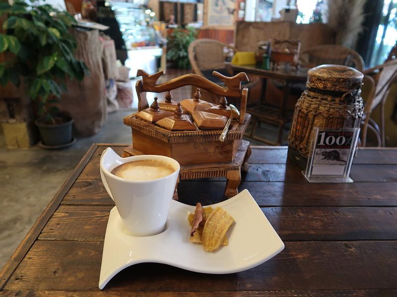 IMG_0565-coffee-and-banana-chips.JPG