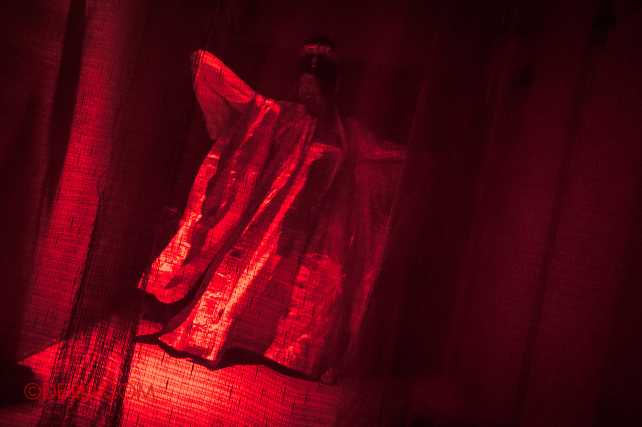USS HHN8 Pagoda of Peril haunted house – Dancing Incense Girl