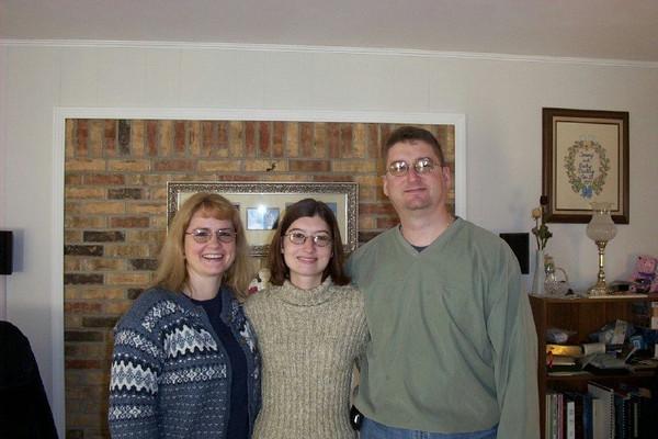 Sharon, Amanda, Brian at Becky's house 2-2004.JPG