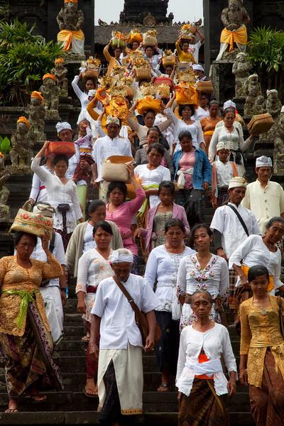 Ceremonial group leaving Statue at Besakih Temple