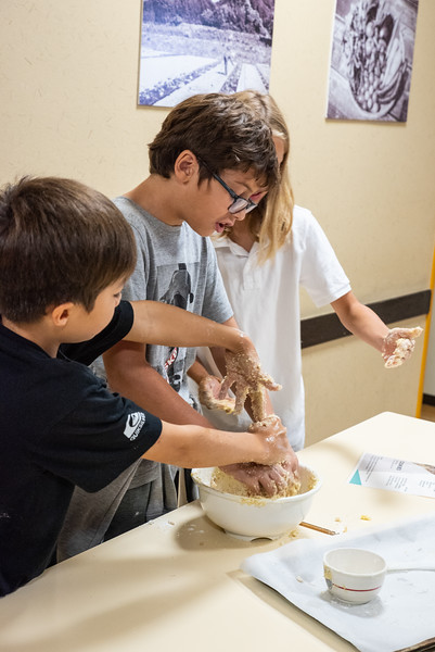 ES After School Activities-Cooking with Dragon Dining-ELP_2282-2018-19.jpg