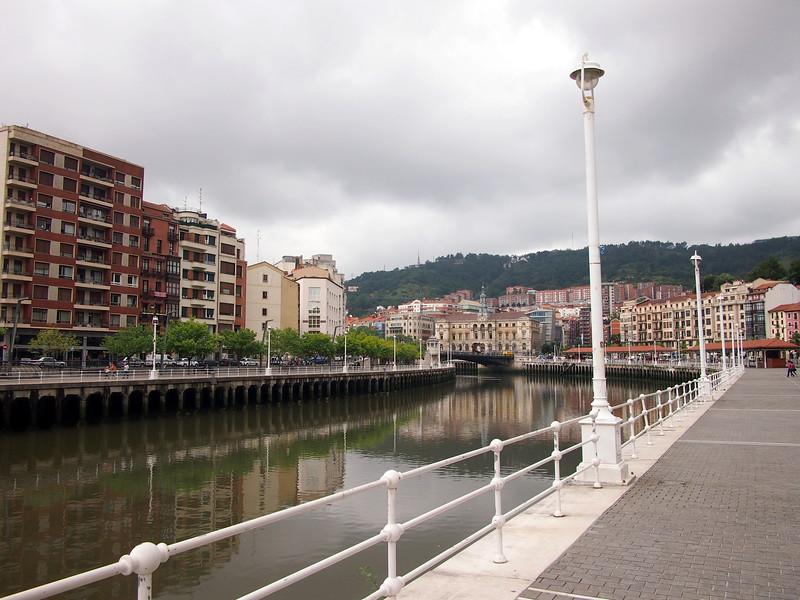 P7215737-bilbao-river.JPG