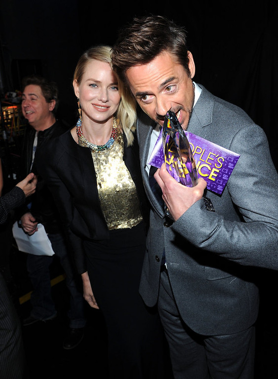 . (L-R) Actors Naomi Watts and Robert Downey Jr. attend the 39th Annual People\'s Choice Awards at Nokia Theatre L.A. Live on January 9, 2013 in Los Angeles, California.  (Photo by Michael Buckner/Getty Images for PCA)