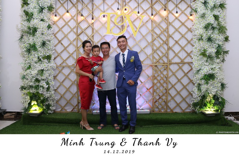 Trung-Vy-wedding-instant-print-photo-booth-Chup-anh-in-hinh-lay-lien-Tiec-cuoi-WefieBox-Photobooth-Vietnam-135.jpg