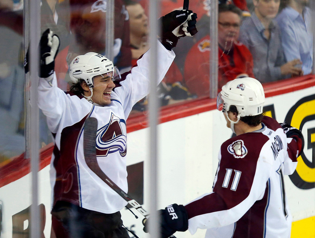 . Colorado Avalanche\' PA Parenteau (L) celebrates his goal with teammate Jamie McGinn during the second period of their NHL hockey game against the Calgary Flames in Calgary, Alberta, January 31, 2013. REUTERS/Todd Korol