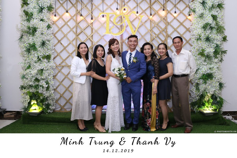 Trung-Vy-wedding-instant-print-photo-booth-Chup-anh-in-hinh-lay-lien-Tiec-cuoi-WefieBox-Photobooth-Vietnam-114.jpg
