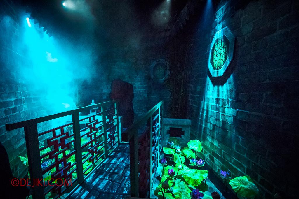 Halloween Horror Nights 6 - Hu Li's Inn / The Pond into the cave
