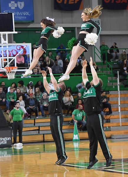 cheerleaders0323.jpg