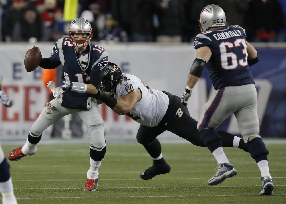 Description of . New England Patriots quarterback Tom Brady (L) is pressured by Baltimore Ravens defensive end Haloti Ngata (C) during the first quarter in the NFL AFC Championship football game in Foxborough, Massachusetts January 20, 2013. REUTERS/Ray Stubblebine