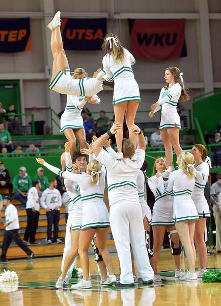 cheerleaders1219.jpg