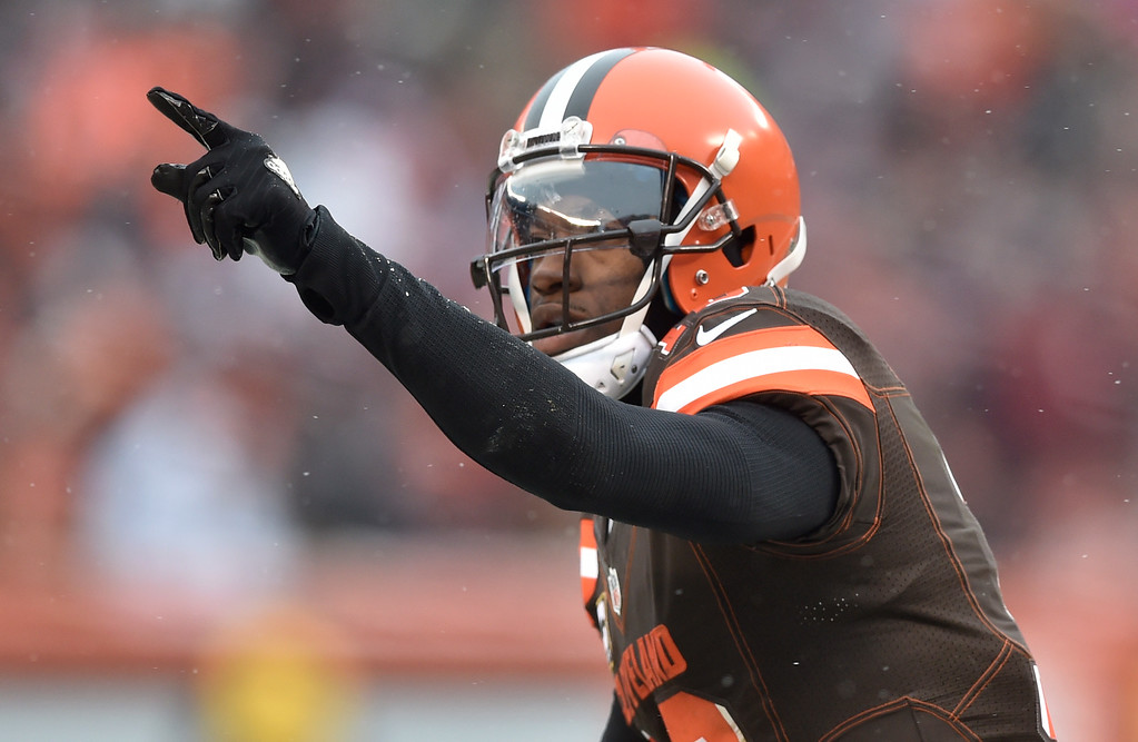 . Cleveland Browns quarterback Robert Griffin III (10) celebrates a 1-yard touchdown in the second half of an NFL football game against the Cincinnati Bengals, Sunday, Dec. 11, 2016, in Cleveland. (AP Photo/David Richard)