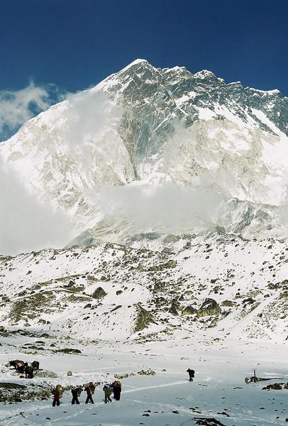 Sherpas below Mehra Peak (5820m), Loboche