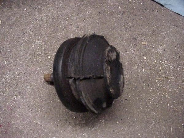 Broken motor mount (drvr.)