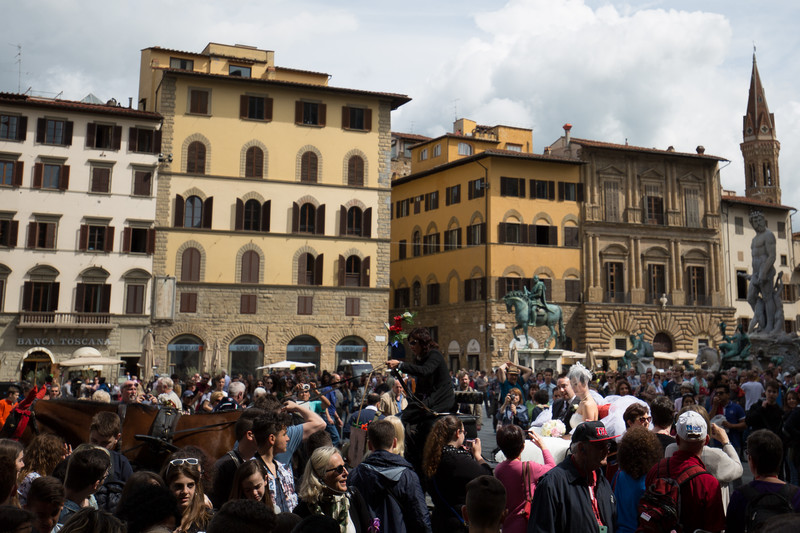 A bride and groom prepare to depart after taking photos inside the Loggia dei Lanzi. The large crowd in the square gave them a big cheer.