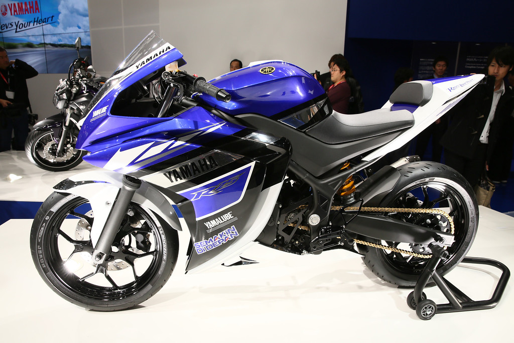 . R25 (249 cc) is displayed at the Yamaha booth during the press preview for The 43rd Tokyo Motor Show 2013 at Tokyo Big Sight on November 20, 2013 in Tokyo, Japan.  (Photo by Ken Ishii/Getty Images for YAMAHA)