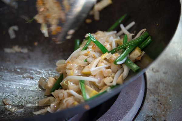 Stir-frying pad Thai