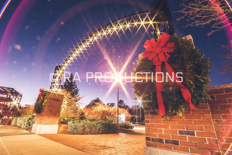 12042018_RAC_Campus-Wreaths-24.jpg