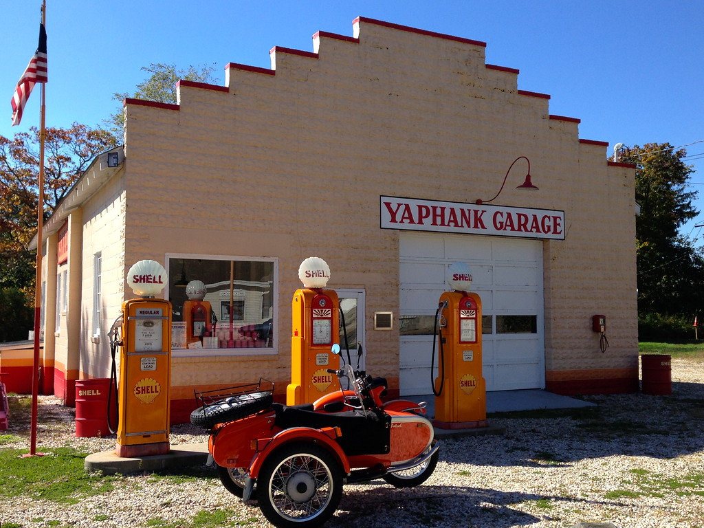 Long island roadside attraction the yaphank garage - vintage gas shell station