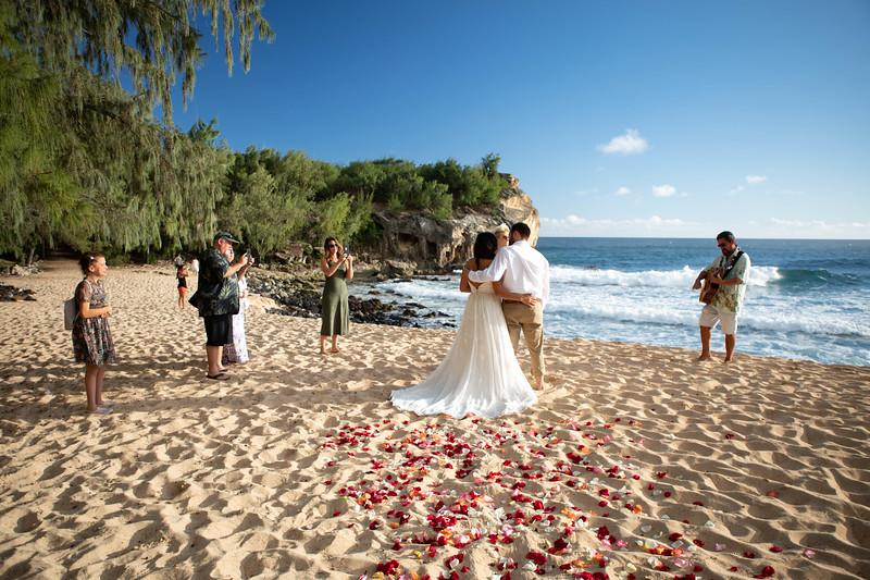 kauai wedding on shipwrecks-14.jpg