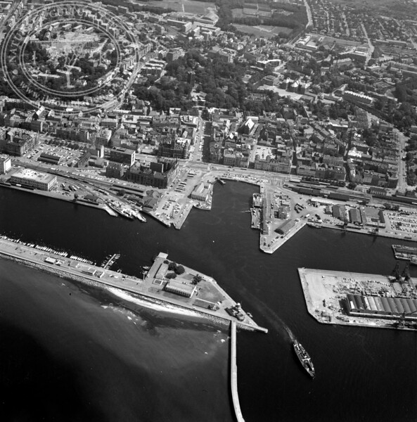 Helsingborg City with Harbor and Kärnan | EE.1208