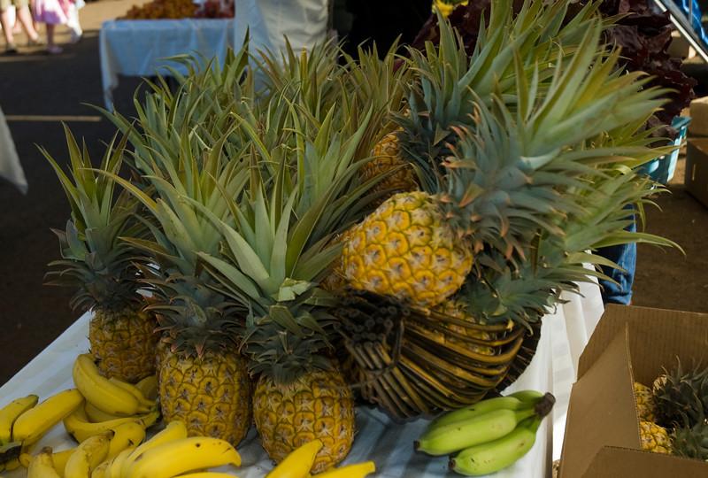 Pineapple & bananas Haleiwa's Farmers Market