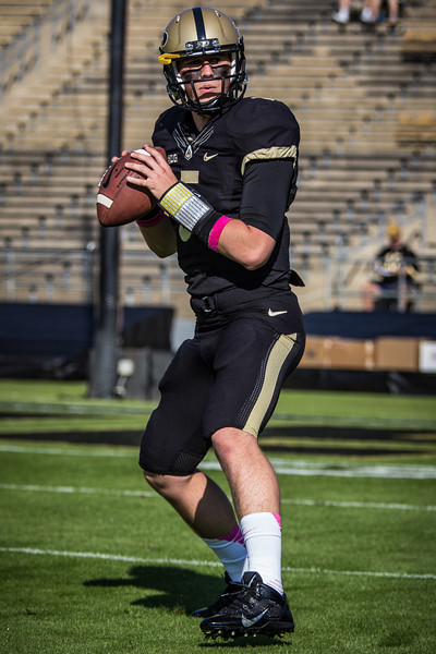 Danny Etling (5) warms up before the Big Ten Conference game between the Purdue Boilermakers and the Nebraska Cornhuskers on October 12, 2013