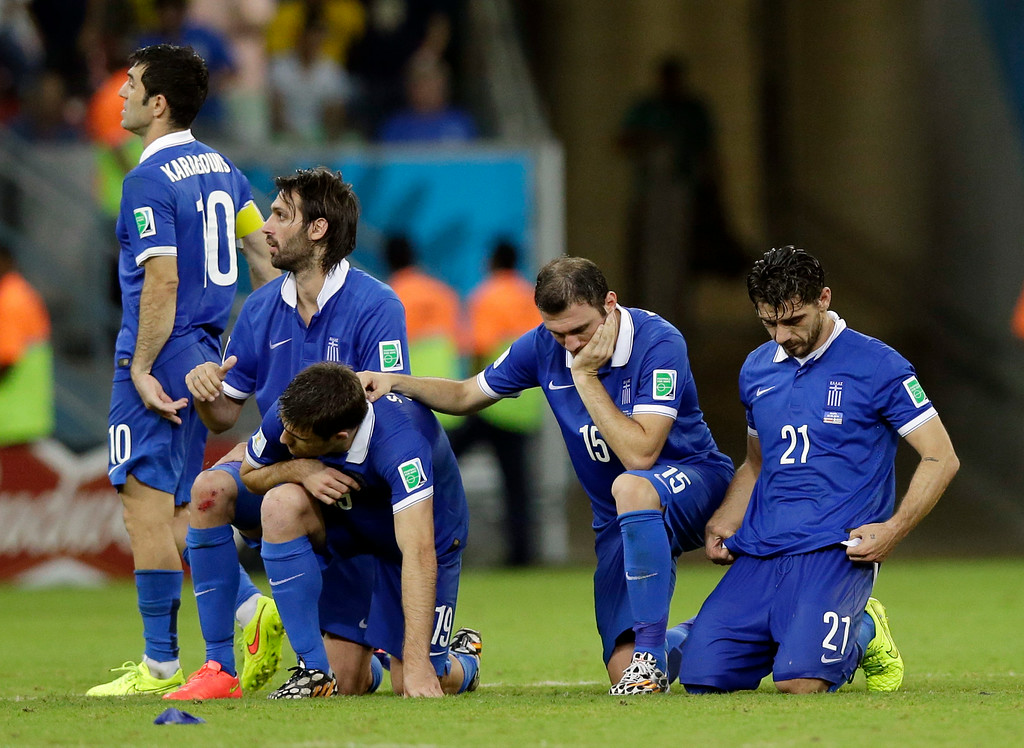 . Greek players react during a penalty shootout at the end of the World Cup round of 16 soccer match between Costa Rica and Greece at the Arena Pernambuco in Recife, Brazil, Sunday, June 29, 2014. Costa Rica won 5-3 on penalties after the match ended 1-1. (AP Photo/Andrew Medichini)