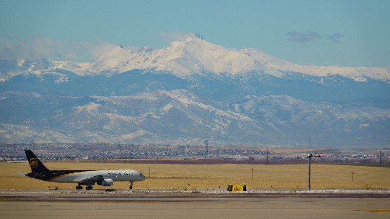 102820_airfield_cargo_ups-009.jpg