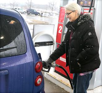 021220 Pumping gas at Hy-Vee