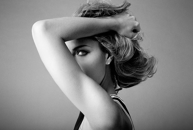 Photo-agency-photographer-agencies-Creative-Space-Artists-Alberto-badalamenti-CARICATA celeb actress MARTINA COLOMBARI - 1 .jpg
